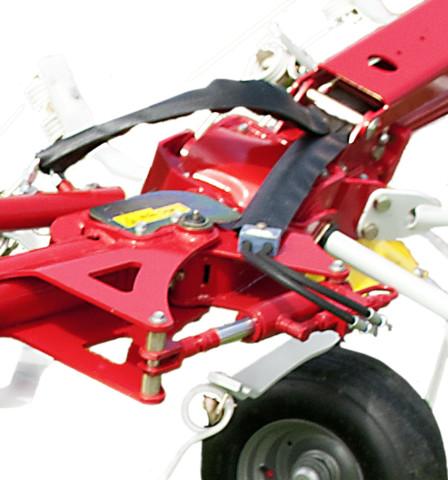 Hydraulic fenceline tedding system