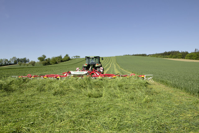 Tedder in use