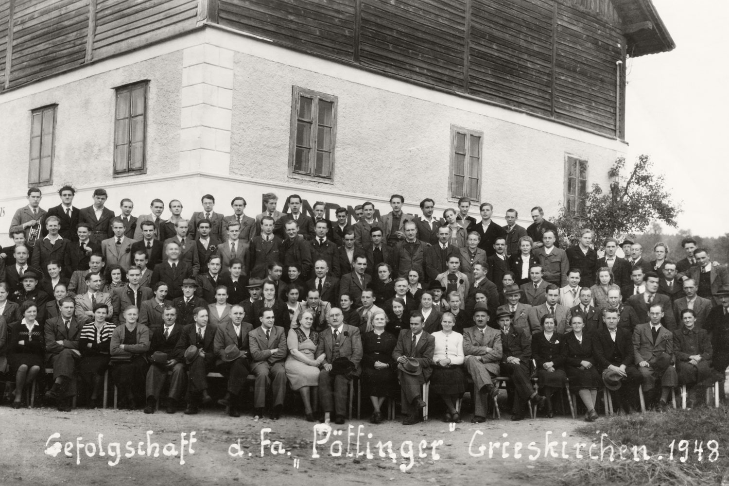 Shortly after the war, PÖTTINGER already had so many employees that it is easy to imagine the cramped working conditions in Plant I.
