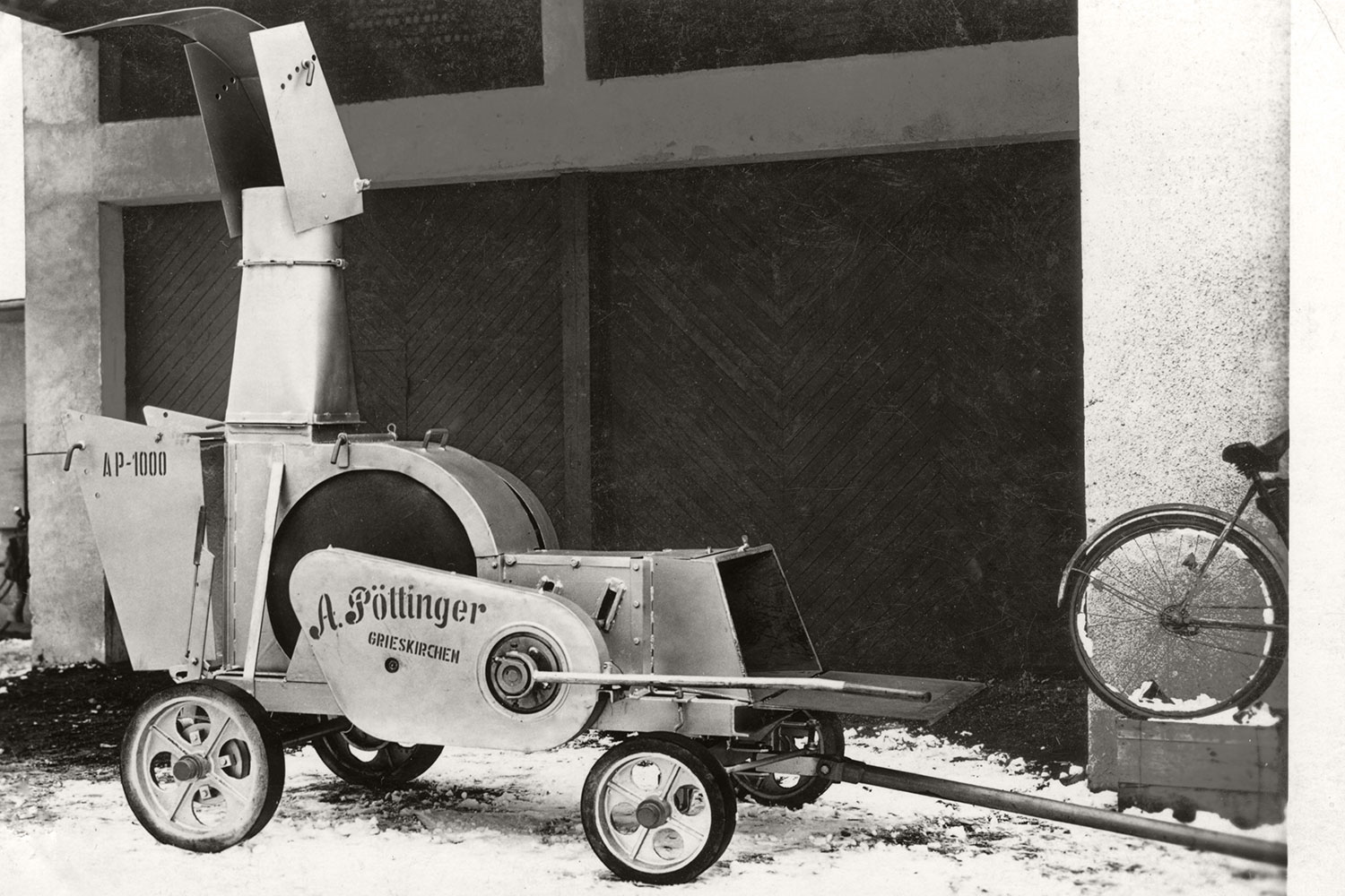 The legendary brushwood chipper that opens up exports to Germany for PÖTTINGER.