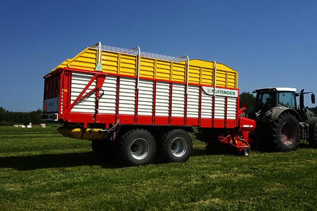 JUMBO High performance silage wagon with loading rotor