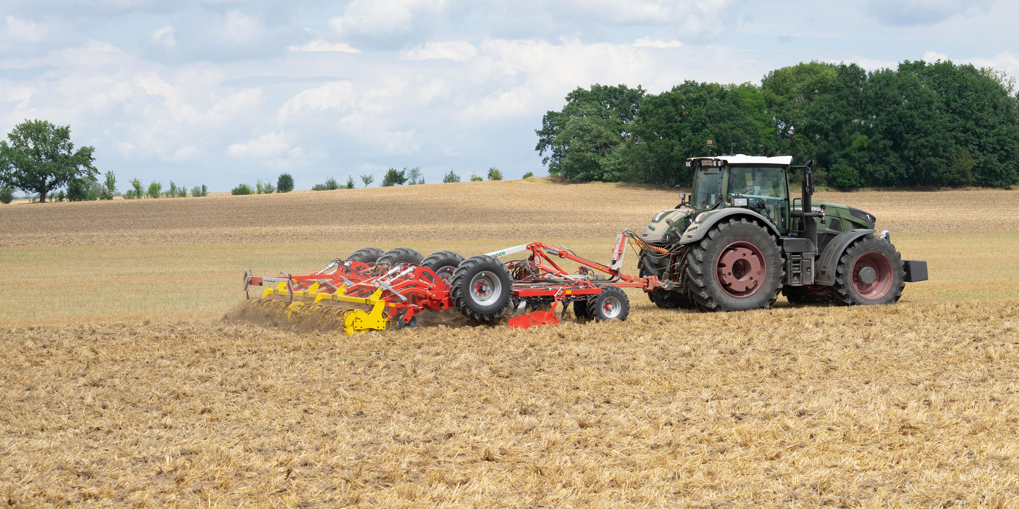 Produkte Boden & Saat: Ploughs, Stubble cultivators, Disc harrows, Power harrows, Seed drills, Short combination cultivators